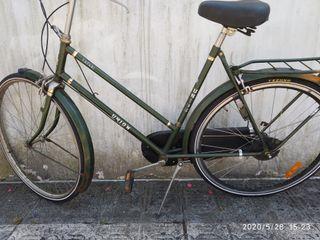Bicicleta típica holandesa de paseo