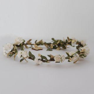Tocado, corona de flores blanca y dorada. Nueva