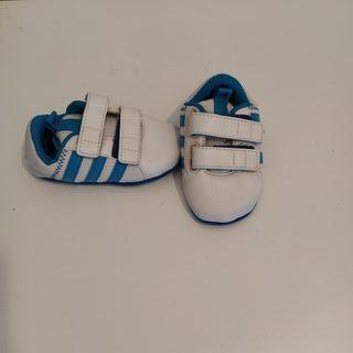 Zapatillas bebé Adidas talla 19