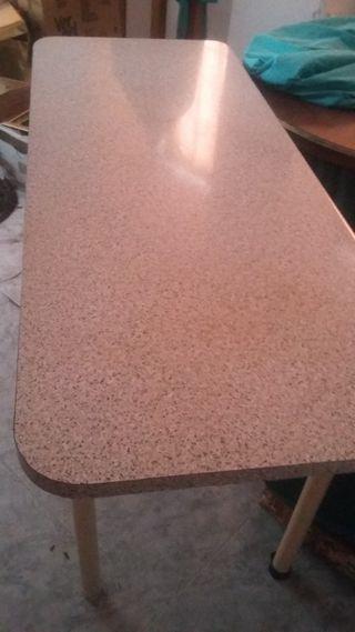 Mesa de cocina grande.