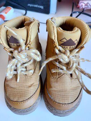 Botas de bebé de Zara talla 22