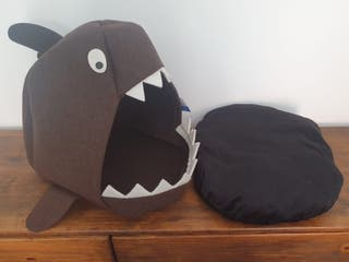 NUEVA - Casa para mascota forma tiburón marrón
