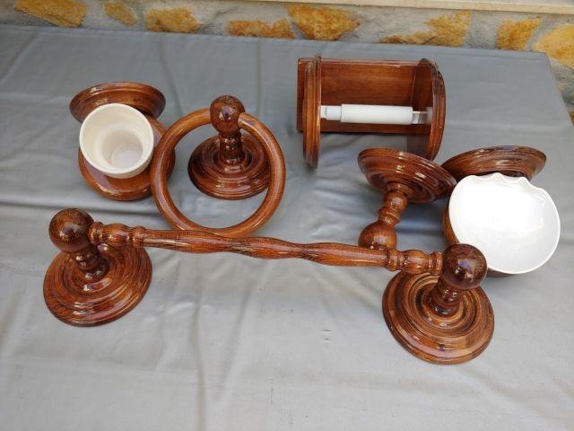 conjunto de madera para baño nuevo