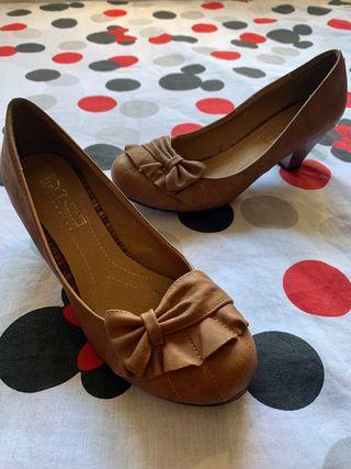 Zapatos de tacón camel oscuros