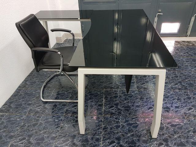 Mesa escritorio con silla