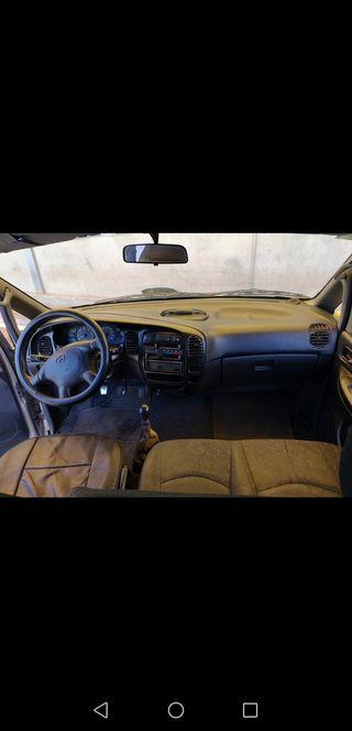 Hyundai H-1 2003