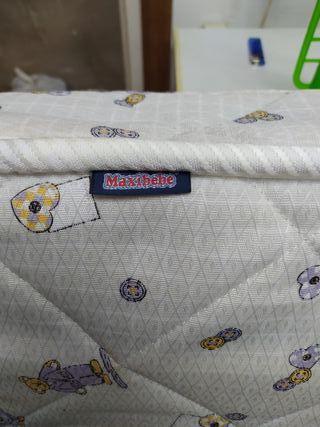 colchón maxicuna bebé
