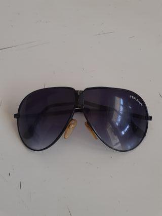 gafas negras que se doblan para guardar ferrari