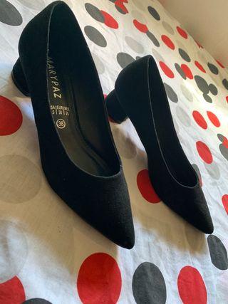 Zapatos negros de tacon bajo y ancho