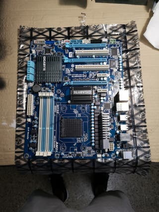 Placa base Gigabyte 990fxa AVERIADA