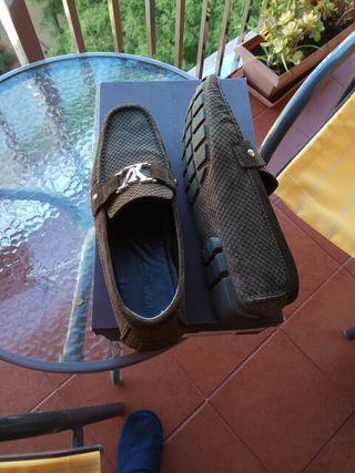 zapatos completamente nuevos