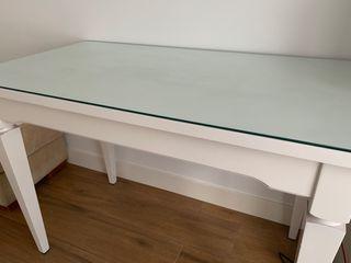 Mesa y silla de escritorio