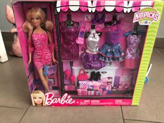 Barbie con ropas y accesorios