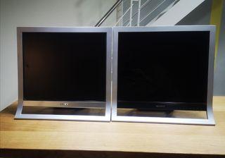 Doble pantalla de ordenador.