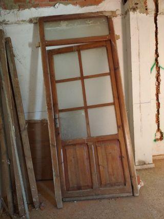 puerta antigua de madera