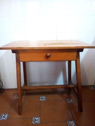 Mesa auxiliar de madera de pino