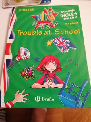 Libro en inglés kika superwitch Trouble at school