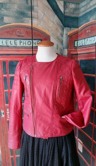 Biker piel Zara roja tachuelas