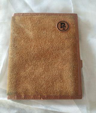 Cartera billetera de piel. PT. 12 x 10 cm.