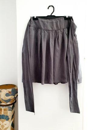 Falda gris con topo