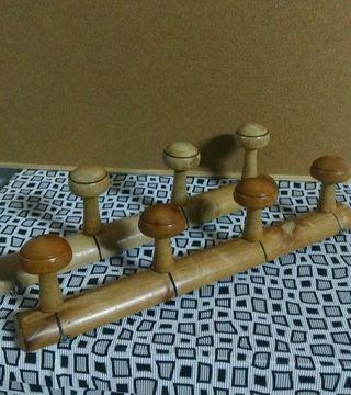 2 perchas de madera
