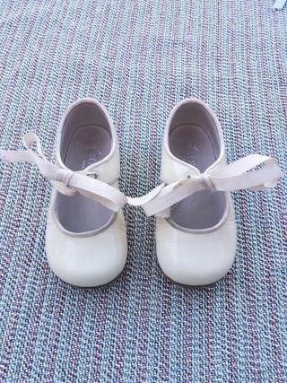 Zapatos charol niña 22