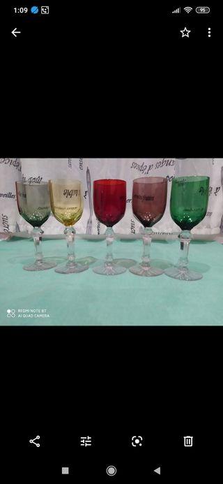 5 copas de colores