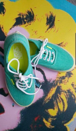 Zapatillas Vans verdes unisex.