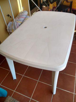 Mesa de plástico blanco