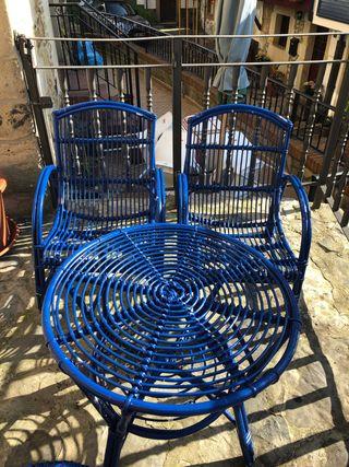 Mesa y 3 sillas de jardín