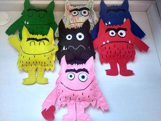 muñecos monstruo de colores