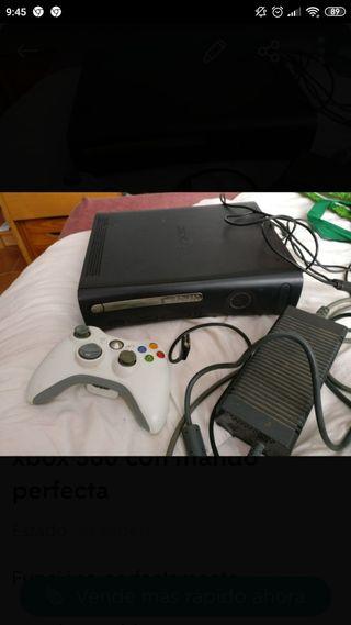 Xbox 360 con mando y juegos