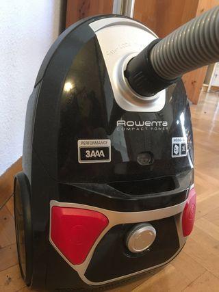 Aspiradora Rowenta con bolsa RO-0395, muy potente