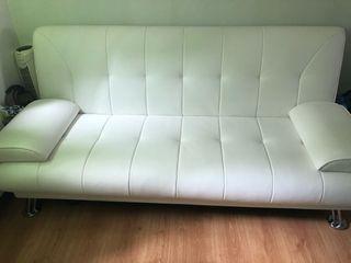 Sofá poli-piel en blanco