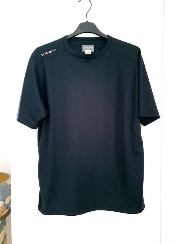 Camiseta deporte negra. hoy