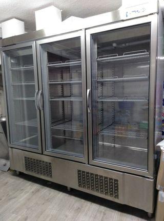 Cámara frigorífica para supermercado, 3 puertas
