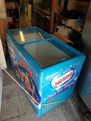 congelador helados Nestlé