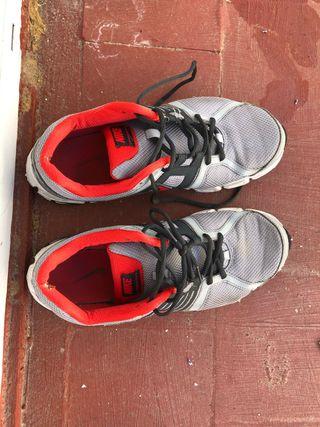 Zapatillas deportivas Nike usadas