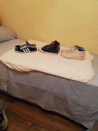 3 pares de Adidas, zapatillas,
