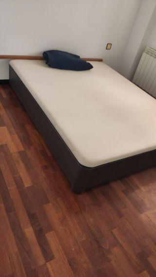 cama canapé con cabezal y mesitas