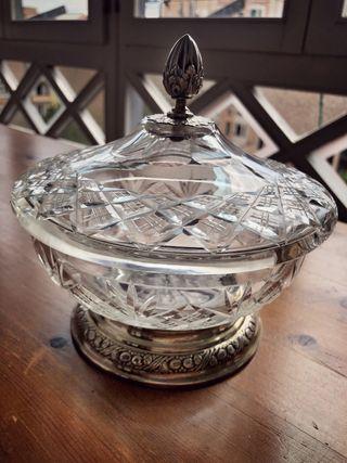 Bombonera de cristal tallado y plata