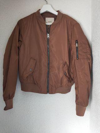 bomber mujer pull &bear talla m chaqueta nueva