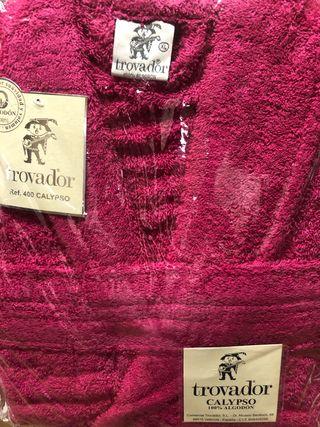 Albornoz talla XL rosa fucsia