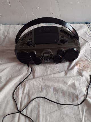 Radio portátil con lector Cd y entrada Usb.