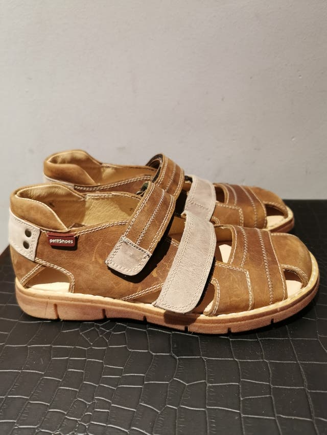 sandalias de niño nuevas
