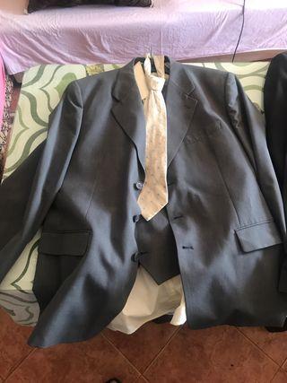 Traje de chaqueta muy formal (completo)