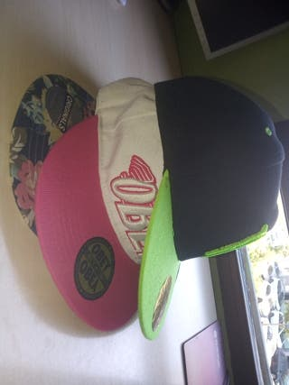 3 gorras obey, Monster y NY