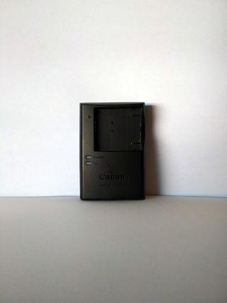 Cargador de baterías de cámaras y cableado