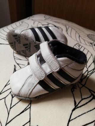 zapatillas Adidas bebe talla 18