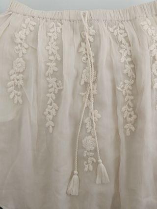 falda beige con bordados flores